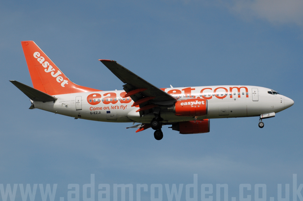 Photo of easyJet Boeing 737-73V G-EZJI (cn 30241/1034) at London Stansted Airport (STN) on 15th August 2005