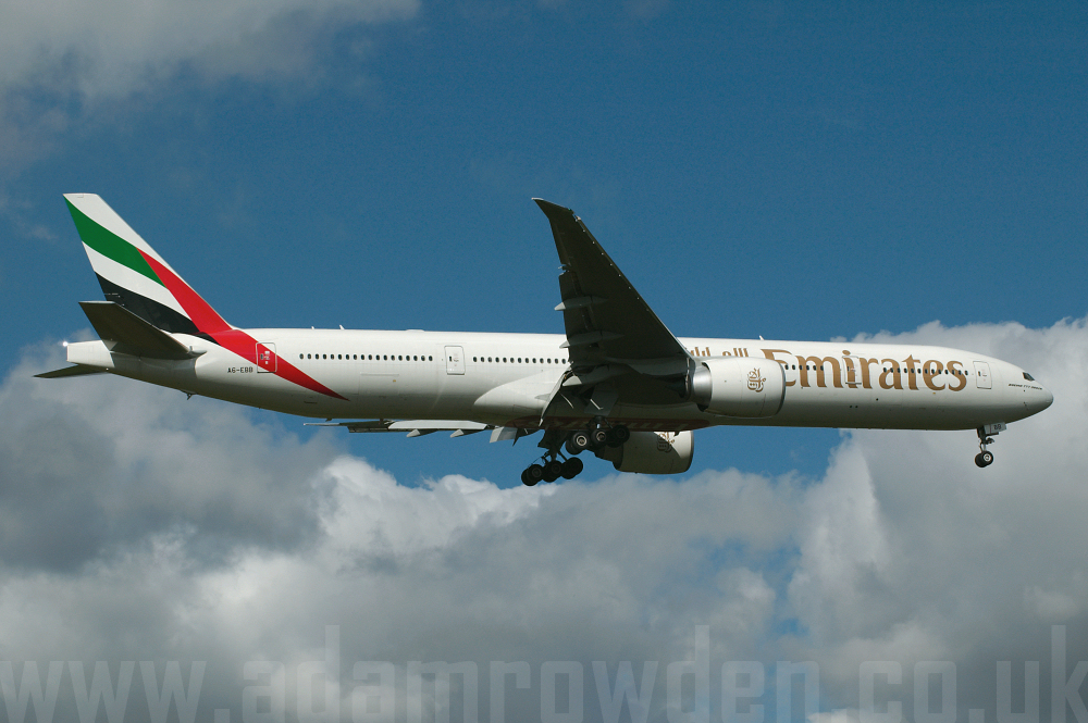 Photo of Emirates Boeing 777-36NER A6-EBB (cn 32789/508) at Manchester Ringway Airport (MAN) on 16th September 2005
