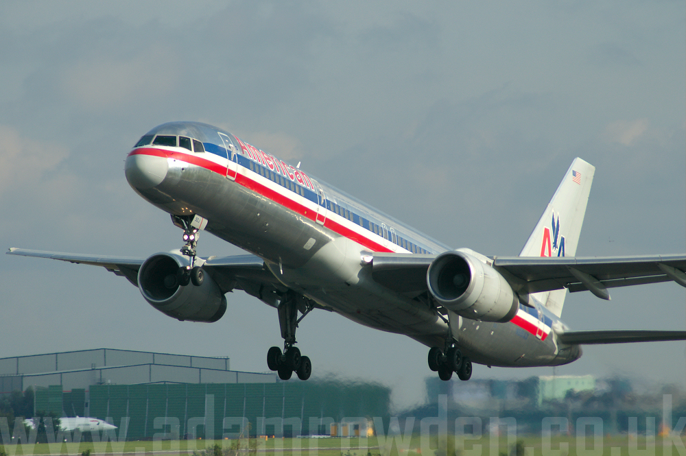 Photo of American Airlines Boeing 757-223 N691AA (cn 25697/568) at Manchester Ringway Airport (MAN) on 19th September 2005