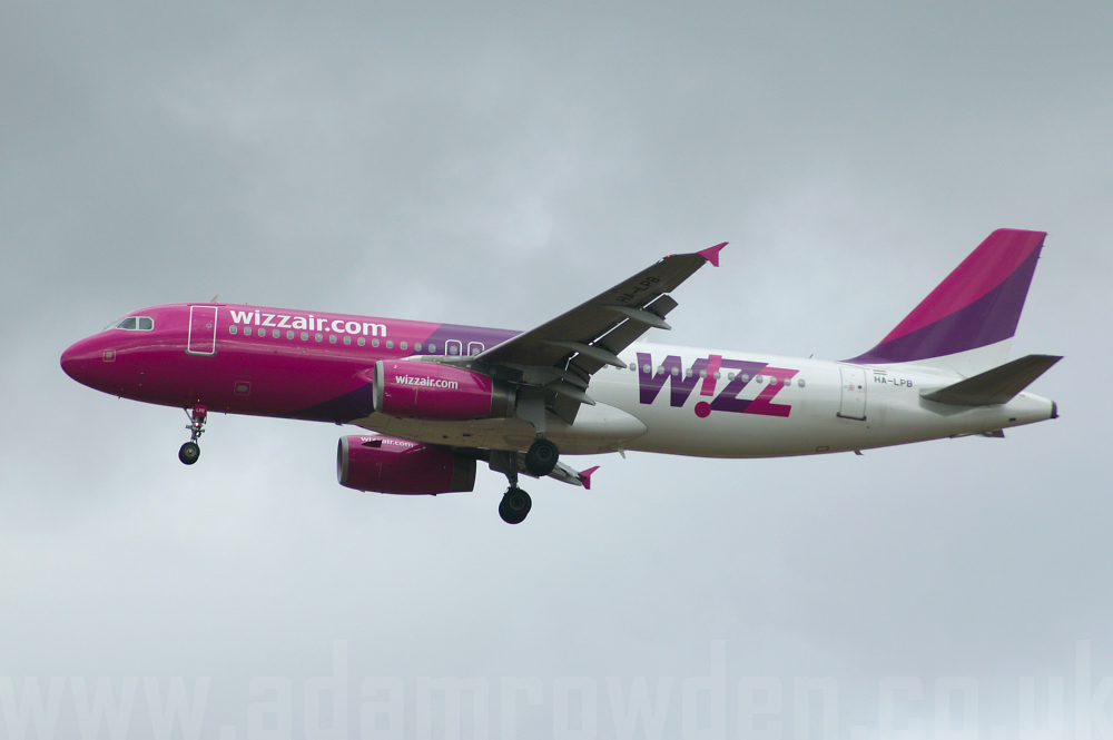 Photo of Wizz Air Airbus A320-232 HA-LPB (cn 1635) at London Luton Airport (LTN) on 1st October 2005