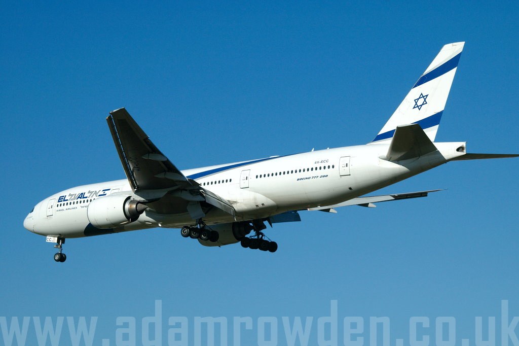 Photo of El Al Israel Airlines Boeing 777-258ER 4X-ECC (cn 30833/335) at London Heathrow Airport (LHR) on 9th February 2006