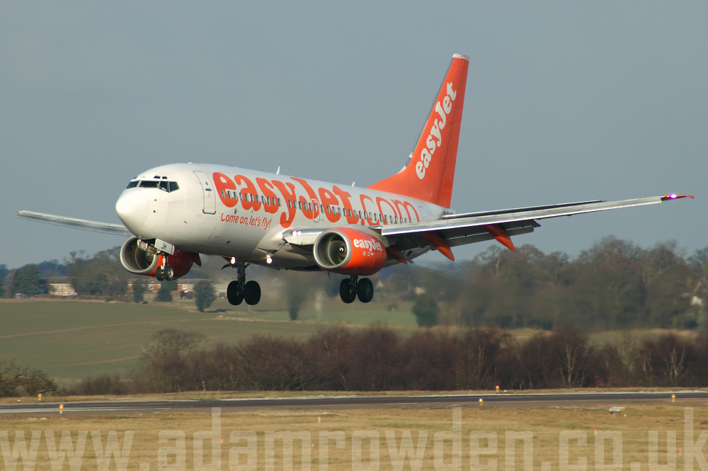 Photo of easyJet Boeing 737-73V G-EZJH (cn 30240/974) at London Luton Airport (LTN) on 4th March 2006
