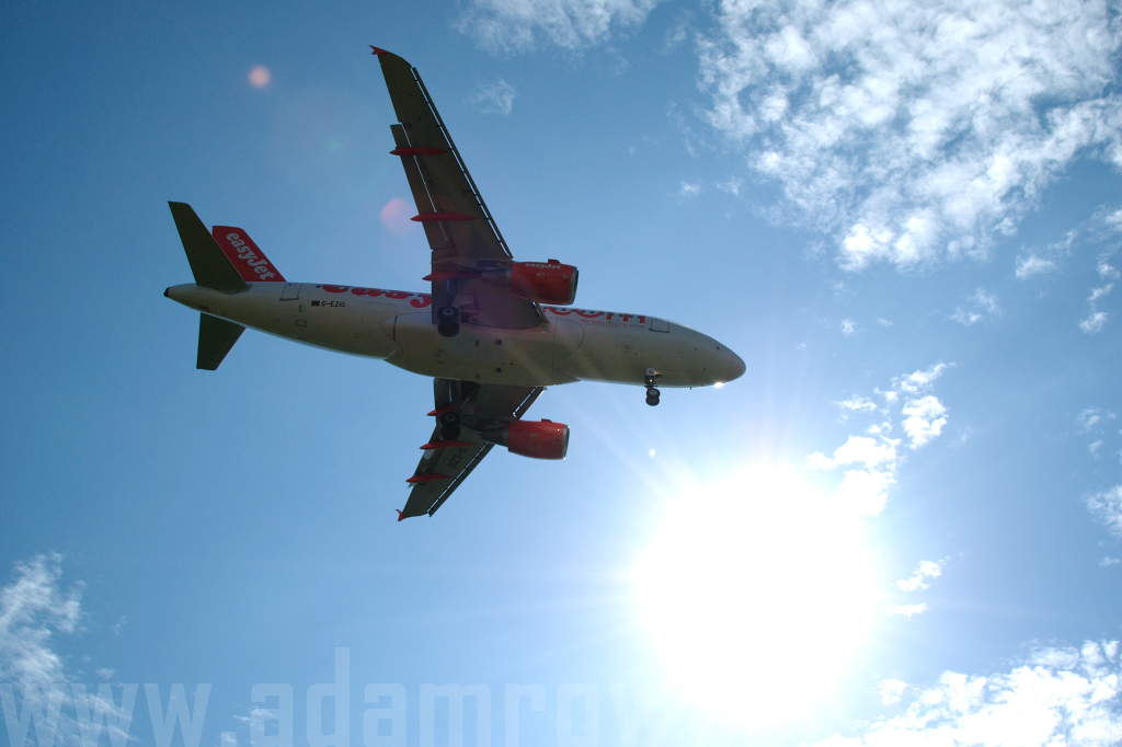 Photo of easyJet Airbus A319-111 G-EZIG (cn 2460) at London Stansted Airport (STN) on 25th August 2006