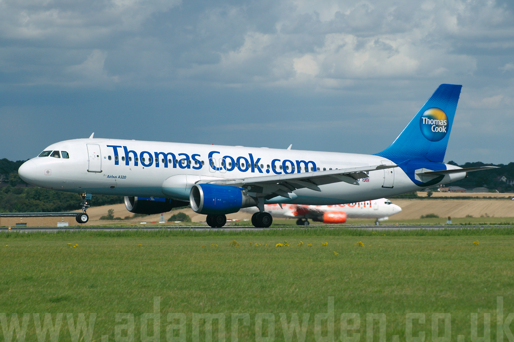 Photo of Thomas Cook Airlines Airbus A320-214 G-BXKD (cn 735) at London Luton Airport (LTN) on 29th August 2006