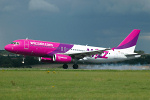 Photo of Wizz Air Airbus A320-232 LZ-WZA (cn 2571) at London Luton Airport (LTN) on 29th August 2006