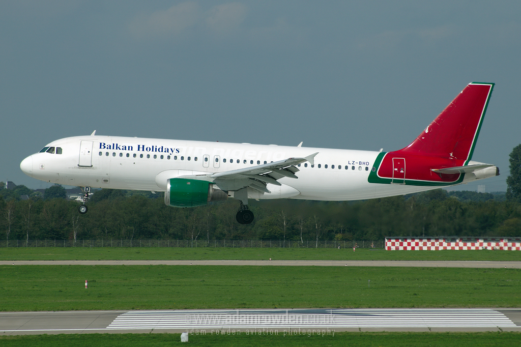 Photo of Balkan Holidays Air Airbus A320-211 LZ-BHD (cn 221) at Dusseldorf International Airport (DUS) on 6th September 2006