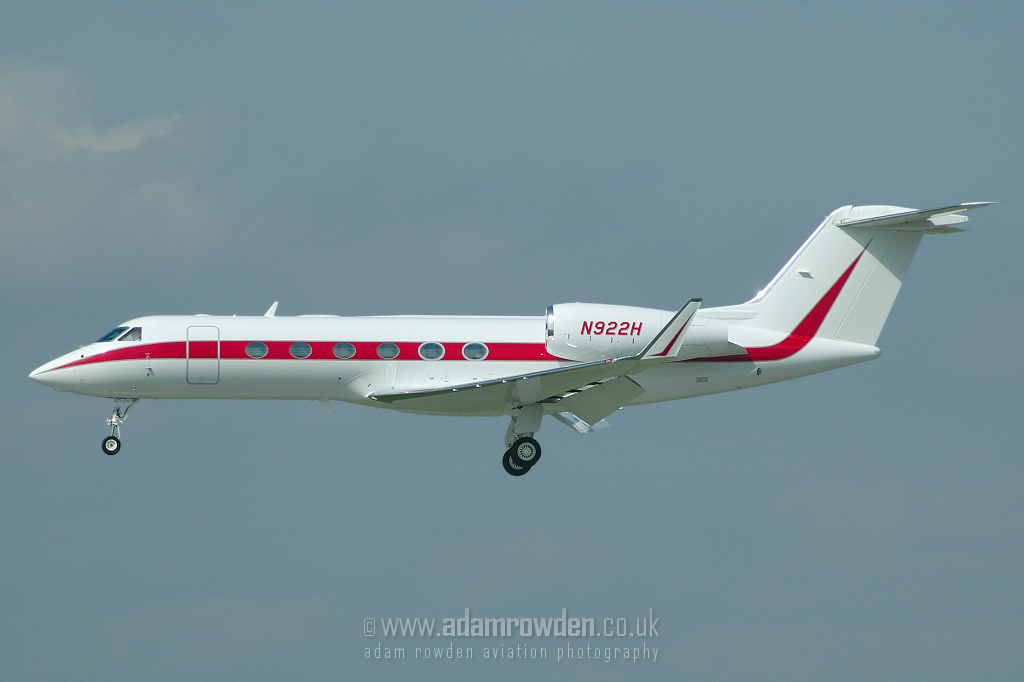 Photo of Untitled Gulfstream Aerospace Gulfstream G450 X N922H (cn 4036) at Dusseldorf International Airport (DUS) on 6th September 2006