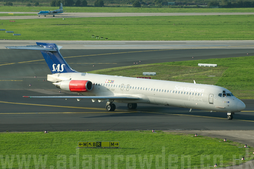 Photo of SAS Scandinavian Airlines McDonnell Douglas MD-87 SE-DIF (cn 49606/1569) at Dusseldorf International Airport (DUS) on 6th September 2006