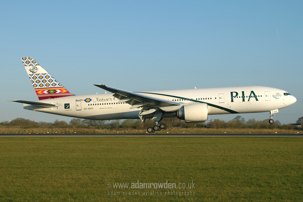 Photo of Pakistan International Airways Boeing 777-240ER AP-BHX (cn 35296/613) at Manchester Ringway Airport (MAN) on 4th April 2007