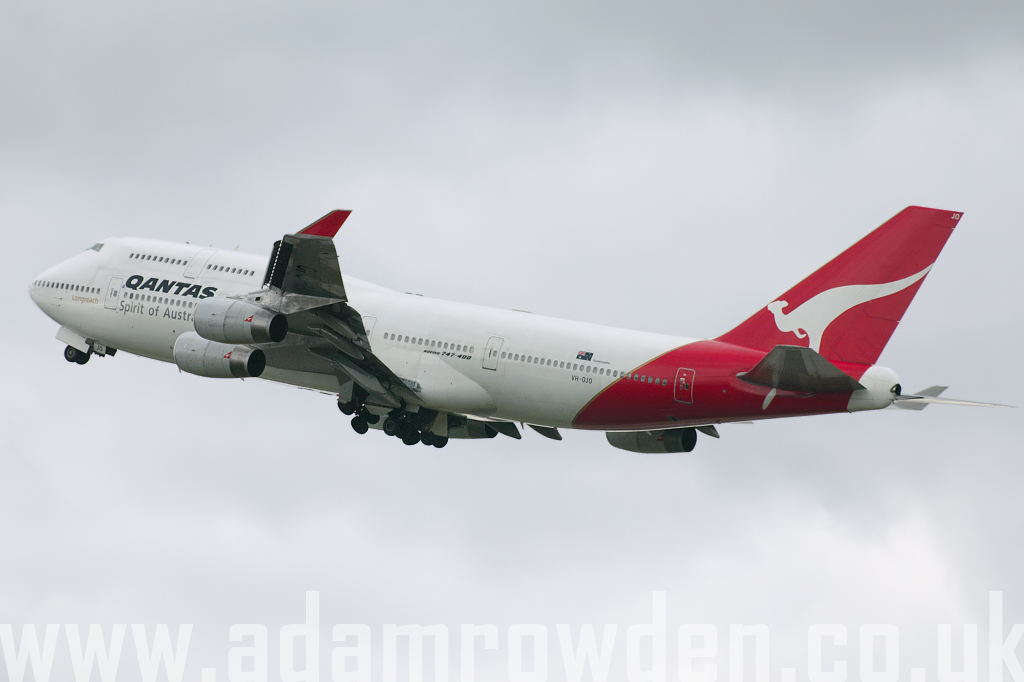 Photo of Qantas Boeing 747-438 VH-OJS (cn 25544/894) at London Heathrow Airport (LHR) on 18th March 2008
