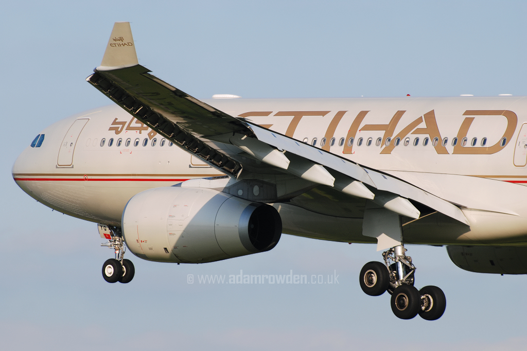Photo of Etihad Airways Airbus A330-243 A6-EYQ (cn 868) at Manchester Ringway Airport (MAN) on 13th May 2008
