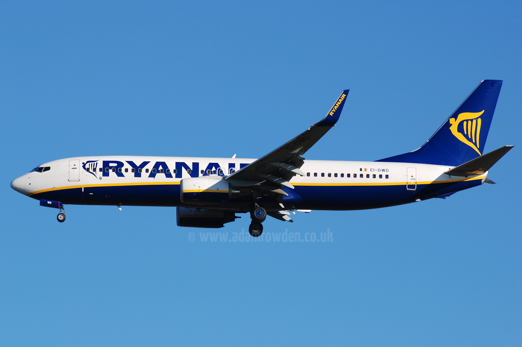 Photo of Ryanair Boeing 737-8AS(W) EI-DWD (cn 33642/2389) at London Stansted Airport (STN) on 15th August 2008