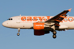 Photo of easyJet Airbus A319-111 G-EZIH (cn 2463) at Newcastle Woolsington Airport (NCL) on 6th December 2008